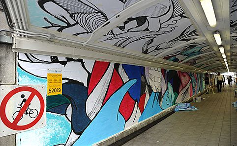 RSCLS's mural under Elgin Bridge. Photo courtesy of Singapore River One.