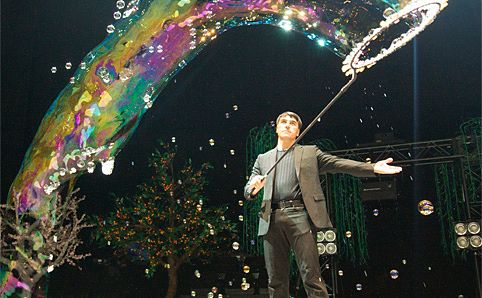 18-time Guinness World Record holder Fan Yang and a giant bubble.