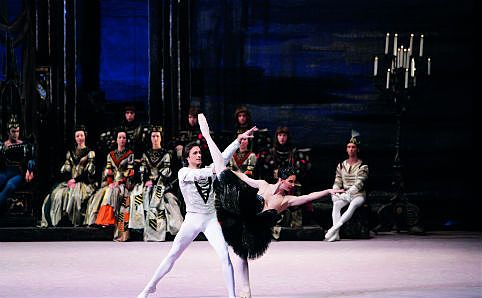 Bolshoi Ballet's production of 'Swan Lake'. Image courtesy of Bolshoi Ballet.